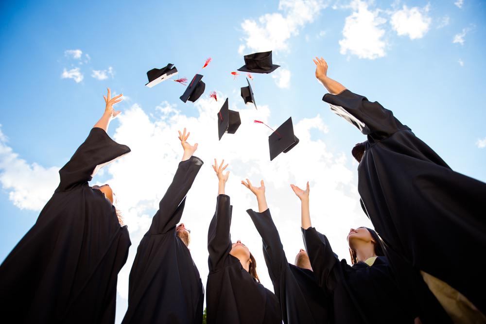 コブクロの「卒業」の歌詞の意味と魅力について分析!