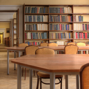 「日向坂46とふしぎな図書室」がリリース!男性からの支持が厚いゲーム内容は?