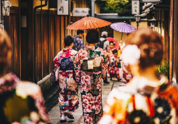 祇園という芸人を知っている?金色ナルシストが売りの注目コンビ